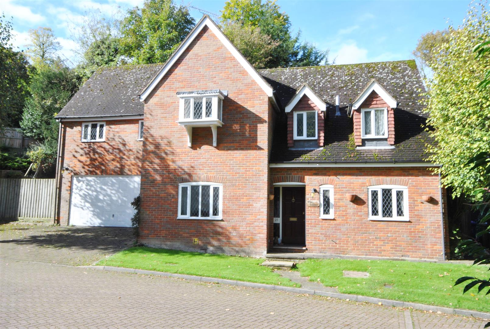 4 Bedrooms, House - Detached